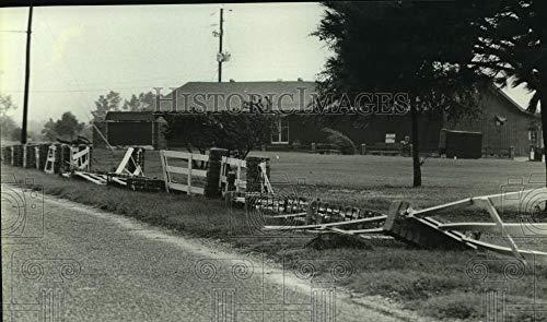 1985 Press Photo Fences Damaged at Gulf Pines Golf Course by Hurricane Elena (Pine Elena)