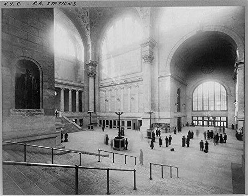 Pennsylvania Railroad Station (Photo: Pennsylvania Railroad Station,New York City,NYC,c1911,Interior,people)