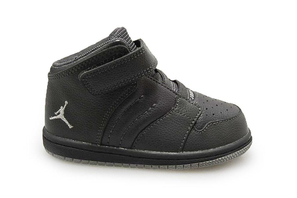 pretty nice 502b9 0378f Amazon.com  Infants Jordan 1 Flight 4 Prem BT Black 5.5 UK  Sports    Outdoors