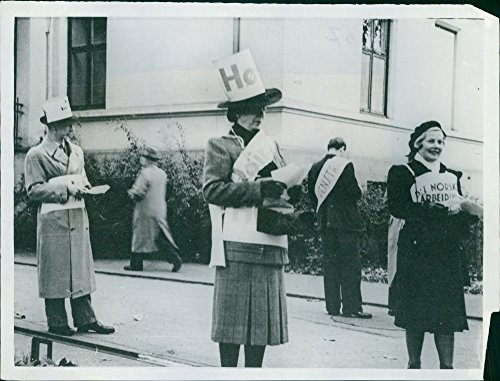 (Vintage photo of Norwegian political parties outside a Polling Station in Oslo, Norway, 1945.)