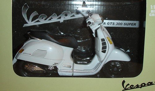 VESPA GTS 300 Super Scooter NEWRAY Diecast 1:12 Scale (Bike Diecast Collectible)
