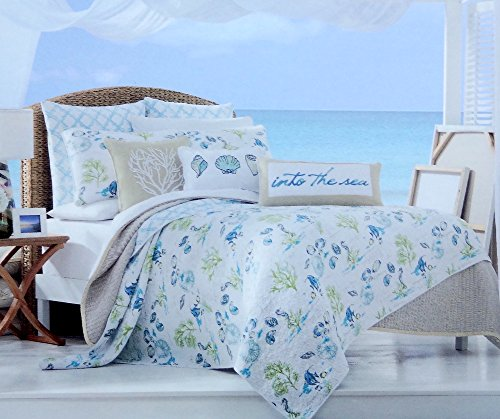 Full / Queen Quilt Set - Exotic Bright Under the Sea Tropical Island Ocean Life in Coastal Aqua Blues and Greens with Soft Subtle Script (Life Sea Tropical)
