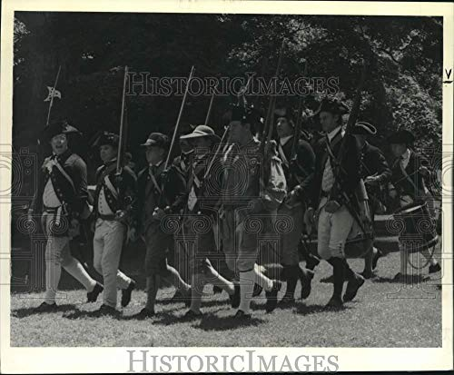 - 1992 Press Photo Revolutionary War reenactment held in New York - tua45955
