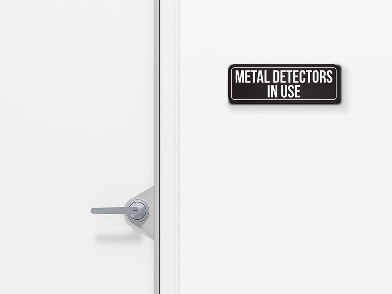 Fondo negro con blanco fuente detectores de metales en uso en exterior & interior oficina placa metálica para la pared (3 x 9), aluminio, paquete de 6: ...