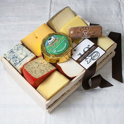 Cheese Lover's Sampler in Gift Basket (72.8 ounce) by igourmet