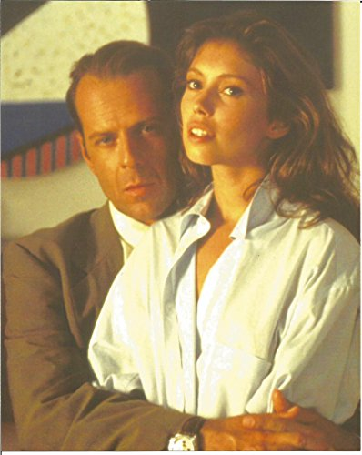 Bruce Willis holding woman - 8 x 10 Movie Photo 004 Look Whos Talking Monkey