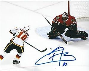 Autographed Kris Versteeg 8x10 Calgary Flames Photo