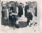 1949 Calvary Cemetery Shovels Snow Deep People Work Graves Wire Photo