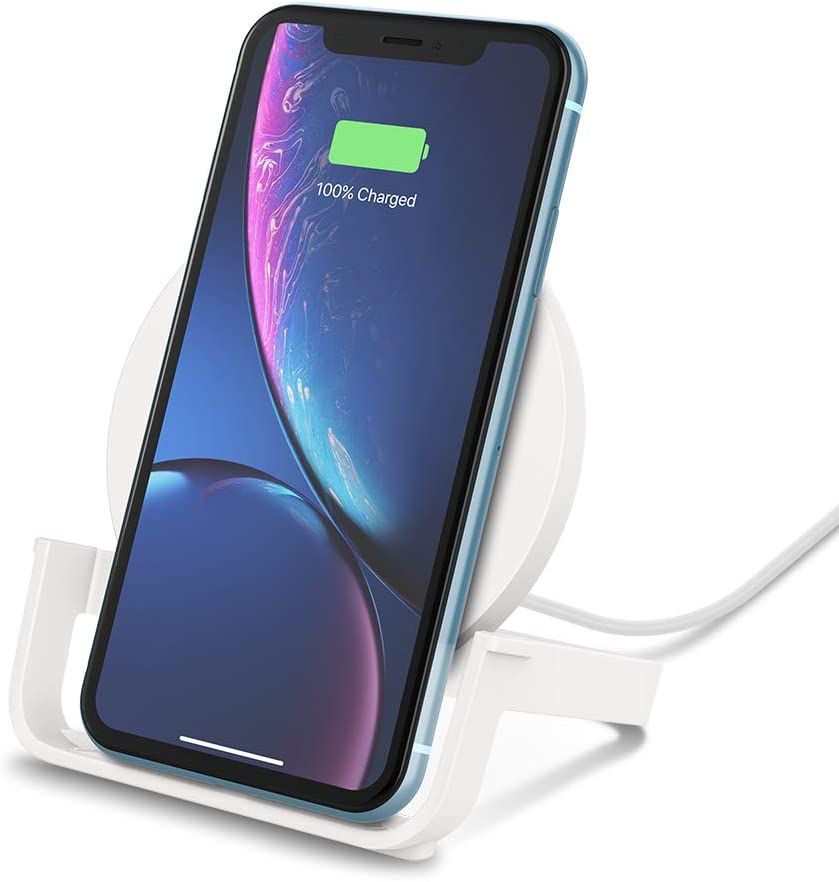 Belkin Boost Up Soporte de carga inalámbrica de 10 W (cargador para iPhone 11, 11 Pro/Pro Max, XS, XS Max, XR, SE, Samsung Galaxy S20, S20+, S20 Ultra, S10, S10+ y S10e, con enchufe británico, blanco)