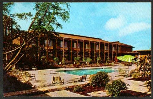 doubletree-inn-205-strander-bvd-seattle-wa-postcard-1960s