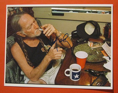 WILLIE NELSON AUTOGRAPHED PHOTO SMOKING MARIJUANA SIGNED IN PERSON