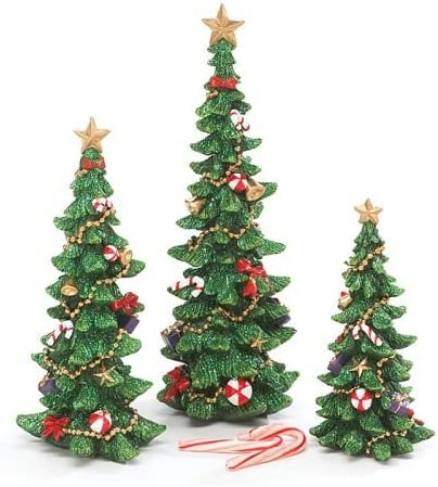 Amazon Com Set Of 3 Decorated Christmas Tree Figurines For Holiday Home Decor Home Kitchen