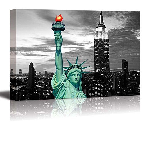 wall26 - Black and White Photograph with Pop of Color on The Statue of Liberty in New York - Canvas Art Home Decor - 16x24 inches ()