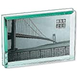 The EMERALD Bevelled Glass Block frame 'floats' your 6x4 photo - 4x6