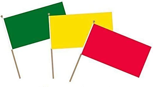 Pequeñas banderas de mano con temática de «semáforo», con colores rojo, amarillo, verde sobre