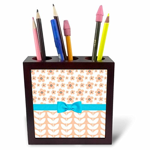 3dRose Anne Marie Baugh - Patterns - Cute Peach Flowers Over Vine Leaves With A Light Blue Bow - 5 inch tile pen holder (Light Peach Tray)