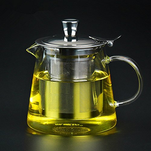 Glass teacup with strainer