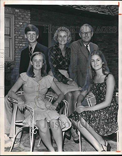 Vintage Photos 1975 Press Photo Mr. and Mrs. Phillip C. Jackson Jr. with Chap, Florence, - Jr Chaps