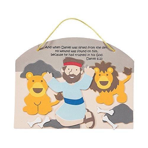Fun Express - Daniel and The Lions Den Sign ck - Craft Kits - Hanging Decor Craft Kits - Sign Decoration Craft Kits - 12 Pieces]()