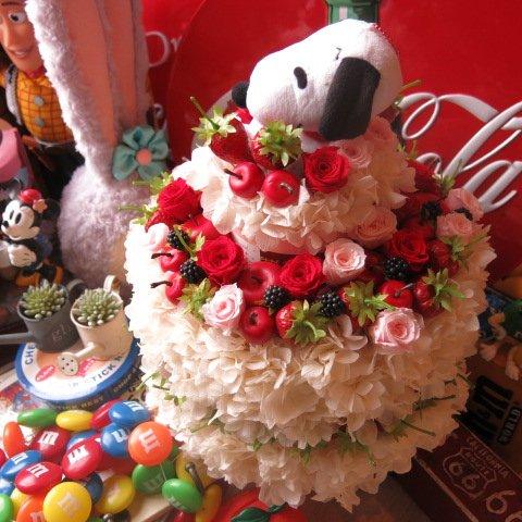誕生日プレゼント スヌーピー フラワーギフト ケーキ プリザーブドフラワー フルーツいっぱい フラワーケーキ 3段 ケース付き B076VPXV9R