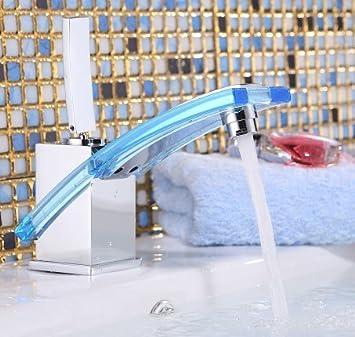 Eine Jungere Moderne Badezimmer Armatur Waschtisch Armatur Aus