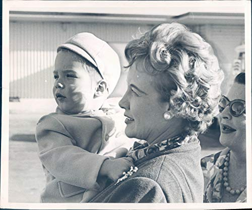 Vintage Photos 1963 Press Photo Actor Clark Gable Miami International Airport Kay Leigh 8x10