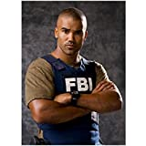 Criminal Minds 8 x 10 Photo Derek Morgan/Shemar Moore Tan Tee Blue FBI Vest Arms Crossed Pose 1 kn