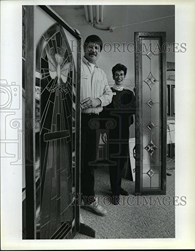 1993 Press Photo Richard and Cheryl Lindberg own Stained Glass - Lindberg Glasses