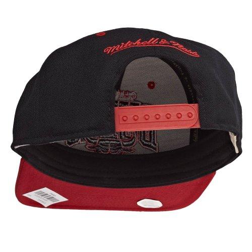 Mitchell & Ness Tonarch Snapback - CHICAGO BULLS - Black-Red Schwarz