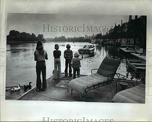 Vintage Photos 1977 Press Photo Ed Cathy Westerdahl Send Off Pilots Husband to -