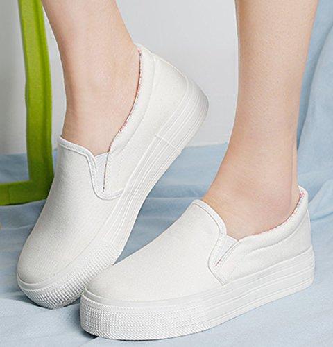 Idifu Damesschoenen Toevallige Slip Op Plateauzolen Lage Top Gesloten Teen Canvas Sneakers Wit