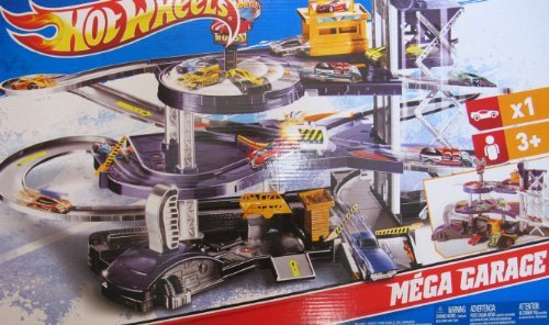 Hot Wheels MEGA GARAGE Multi Level Action Playset with ELEVATOR, SPINNING SHOWROOM, 3 Exit Ramps & MORE! Huge Play Set with 1:64 Scale Car by Hot Wheels