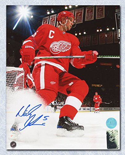 Autograph-Authentic-LIDN10602F-Nicklas-Lidstrom-Detroit-Red-Wings-Signed-Joe-Louis-Arena-Action-8-x-10-in-Photo