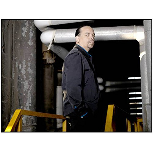 Law & Order SVU Fin Tutuola standing in front of ducts 8 x 10 Inch ()