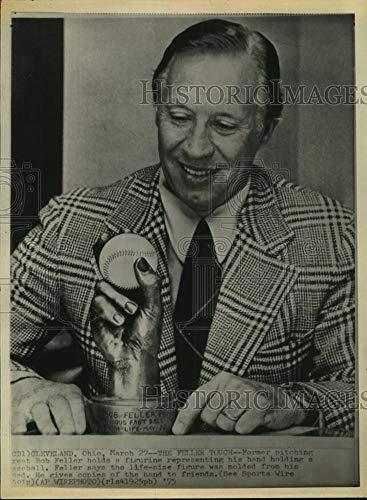 1975 Press Photo Cleveland Indians great Bob Feller displays hand figurine.