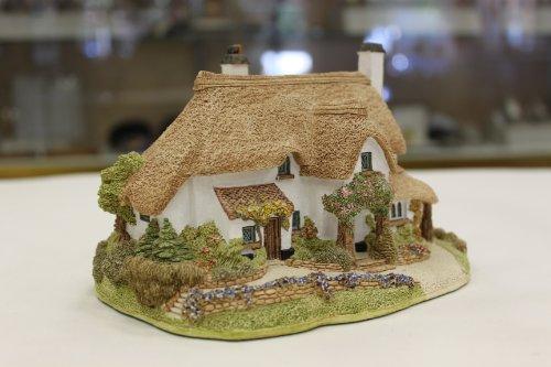 Lilliput Lane Periwinkle Cottage