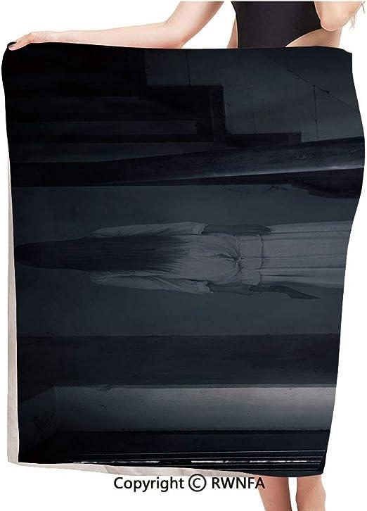 AngelSept Toalla de baño de moda, escena de terror fantasma chica figura en escalera sosteniendo hacha asesino violento pesadilla decorativa, toalla de microfibra perfecta para deportes, viajes, toalla de playa, 55 x