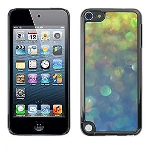 FECELL CITY // Duro Aluminio Pegatina PC Caso decorativo Funda Carcasa de Protección para Apple iPod Touch 5 // Blurry Lights Teal Rain Blue