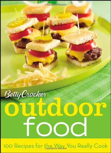 Betty Crocker Outdoor Food: 100 Recipes for the Way You Really Cook ()