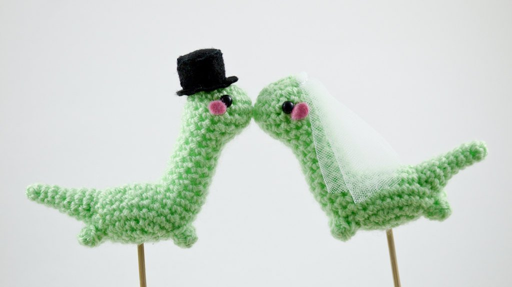 Ravelry: Amigurumi Wedding Cake Top pattern by Tamara Lazaridou | 575x1024