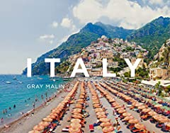 Following the successes of both Beaches and Escape, Gray Malin turns his unique eye to the coasts, beaches, and landscapes of Italy. From the sparkling blue waters of the Amalfi Coast to the dramatic coastal scenery of Cinque Terre, Gr...