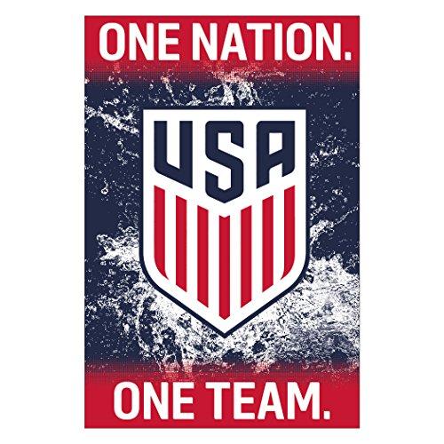 US Men's National Soccer Team Crest Poster 2017 (Team Crest Poster)