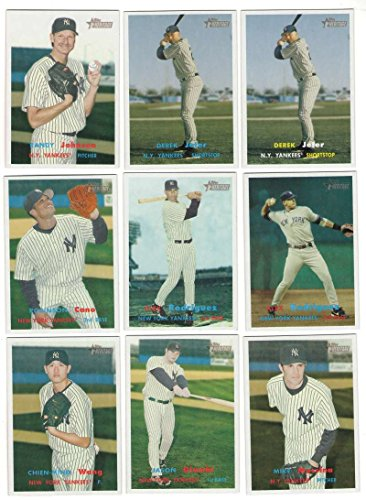 2006 Topps Heritage w/SPs and Variations - NEW YORK YANKEES Team Set ()