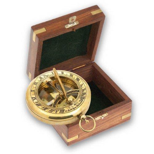 Nostalgischer Kompass mit Sprungdeckel und Sonnenuhr