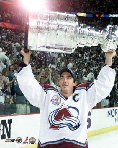 Colorado Avalanche Memorabilia - Joe Sakic Colorado Avalanche 2001 Stanley Cup Photo (Size: 8