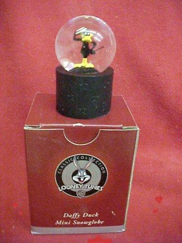 daffy-duck-classic-collection-mini-snowglobe