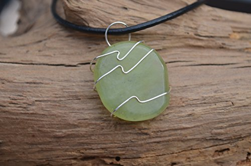 (Jade Palm Stone Necklace)