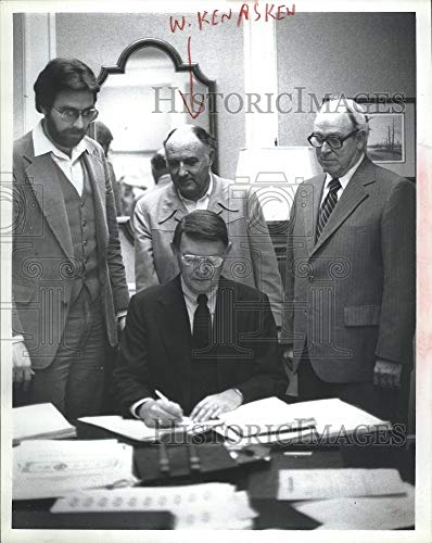 (Vintage Photos 1980 Press Photo Harris County Water Revenue Bond Signing)