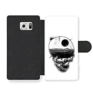 Skull with Night Sky and Bats over Ocean Illustration in Black and White Funda Cuero Sintético para Samsung Galaxy S6 Edge