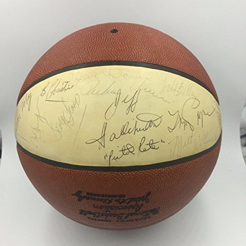 Pete-Maravich-Rookie-1971-72-Atlanta-Hawks-Team-Signed-NBA-Basketball-COA-JSA-Certified-Autographed-Basketballs
